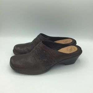 Nurture Leather Bridgette Clogs
